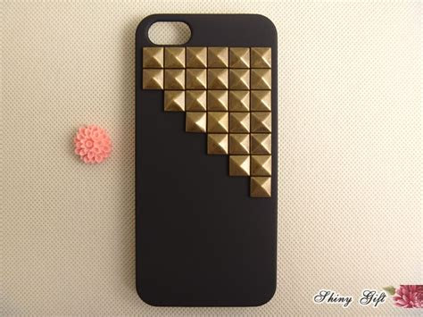 unique iphone 5 cases studded iphone 5 vintage bronze pyrmaid studs iphone