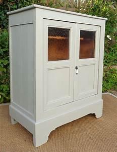 Garde Manger En Bois : meuble ancien garde manger en bois peint avec 2 portes vitr es ~ Teatrodelosmanantiales.com Idées de Décoration