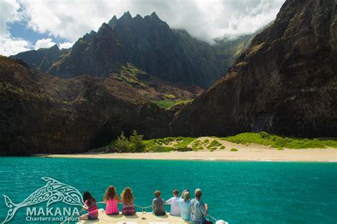 Kauai Boat Tour Family by Na Pali Coast Tour Honopu