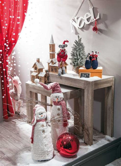 decoration de noel pour vitrine magasin les secrets d une d 233 co de vitrine de no 235 l r 233 ussie