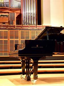 File:Steinway & Sons piano on stage.jpg - Wikipedia