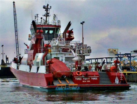 Fire Boat Pics by 91 Best Fire Boats Images On Pinterest Fire Department