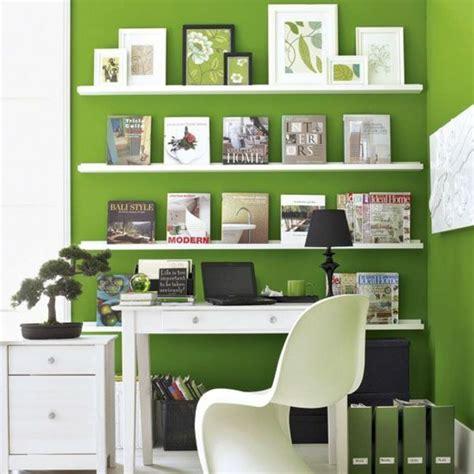 wohnideen small arbeitszimmer wandfarbe in grün farbideen wandgestaltung weiß regale arbeitszimmer weiße