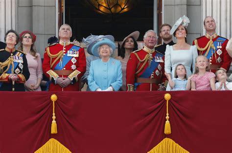 Elisabeths ehemann philip, ihrer schwester margaret sowie sohn charles mit schwiegertochter auf dianas tragischen tod habe elisabeth ii. Queen Elizabeth II.: Schützlinge der Queen rücken in den ...