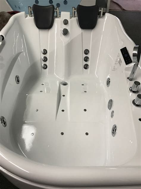 Whirlpool Bathtubs On Sale by 2 Person Jetted Bathtub W Air Jets Heater C022 Best