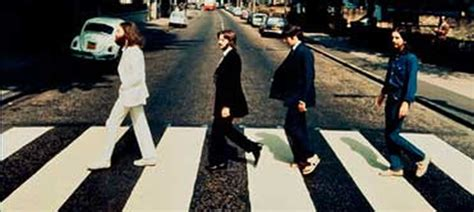 la foto de los beatles cruzando abbey road al reves vale