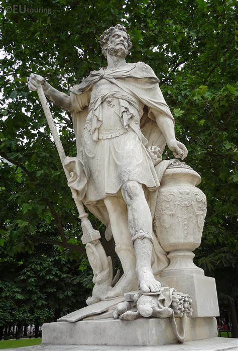 Photos of Hannibal statue in Jardin des Tuileries - Page 112