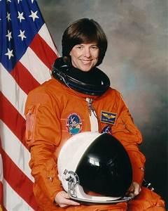 Astronaut Bio: Bonnie Dunbar (9/2005)