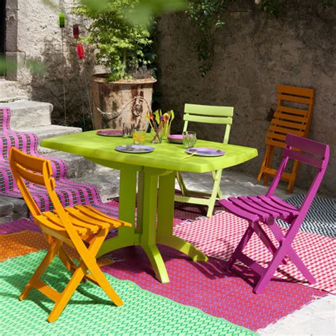 Salon de jardin Grosfillex VEGA  table + 4 chaises | couleur vert anis orange et fuchia ...