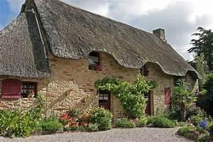 maison typique de la grande briere avec sons toit de With maison toit de chaume