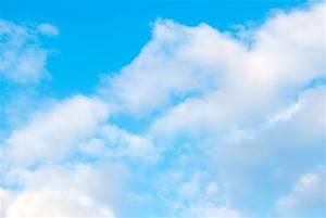 青空とふわふわ雲|ぱくたそフリー素材