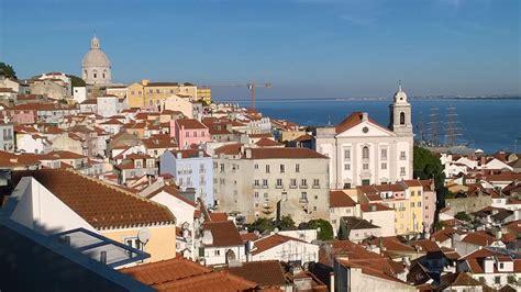 Lisbona Turisti Per Caso by Alfama Pittoresca Lisbona Viaggi Vacanze E Turismo