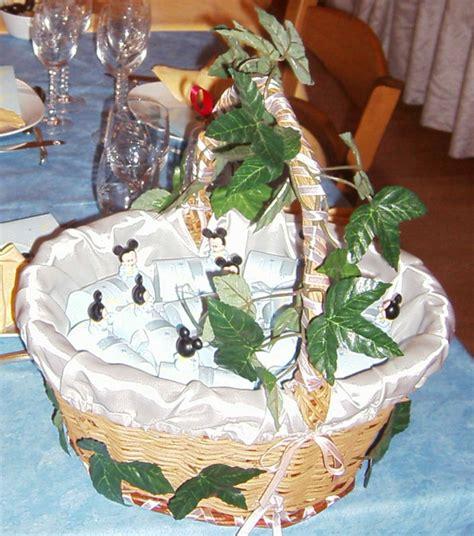 decoration des paniers pour mariage panier avec les ballotins quot mickey quot photo de bapt 234 me recettes et d 233 coration