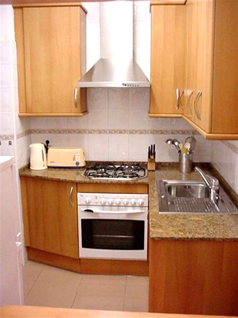 Small Kitchen Design Pictures in Pakistan   sekho.com.pk