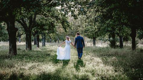 average cost  wedding photography   uk