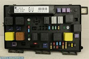 Fuse Box    Electricity Central  13206748  - Opel Astra