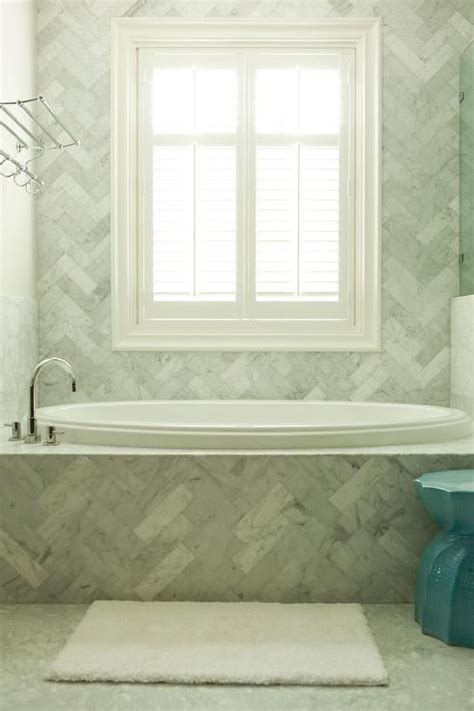 Tiling A Tub Shower by Best 25 Tile Tub Surround Ideas On How To