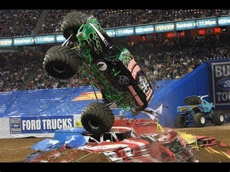 monster truck videos crashes grave digger crashes at monster truck show youtube