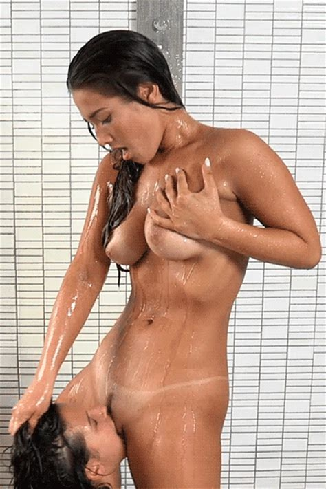 Brunette With Tanlines Gets Pussy Licked In The Shower