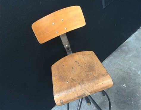 Chaise D'atelier De Marque Bao, Décapée Brossée