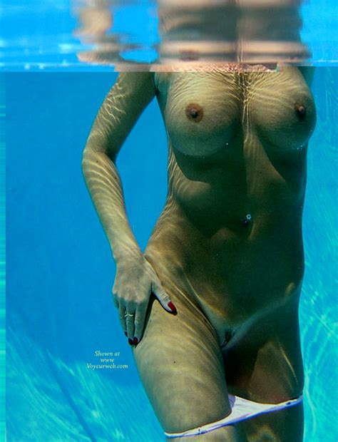Underwater Shot Of Nude Girl August 2006 Voyeur Web