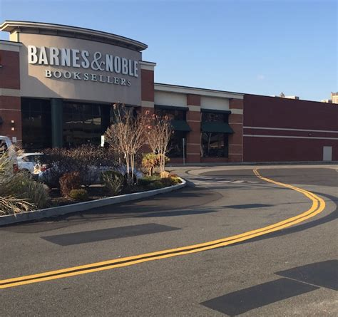 Barnes And Noble Bronx by Last Bronx Bookstore Sets To Mott Herald