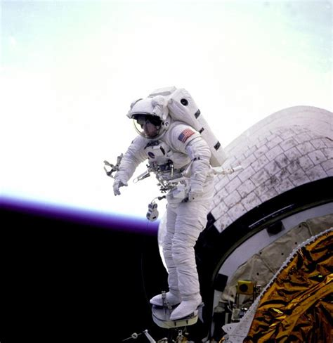 Space History Photo: Standing on the Edge of the Bay | Space