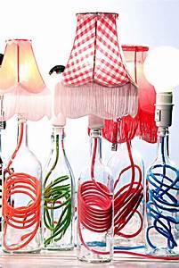 Hängelampe Aus Flaschen Selber Machen : upcycling 15 ideen f r lampen aus flaschen ~ Frokenaadalensverden.com Haus und Dekorationen