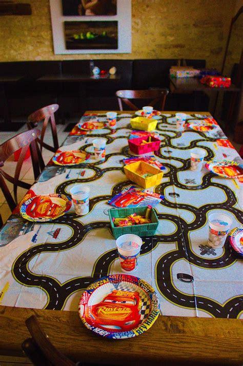 voici une idee de decoration de table pour lanniversaire
