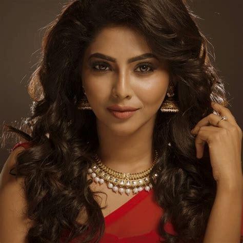 actress lakshmi daughter aishwarya aishwarya lekshmi becomes nivin pauly s heroine actress