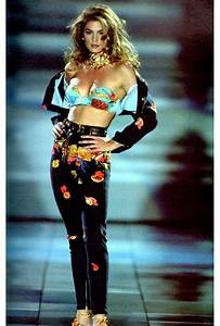 The original super: Cindy Crawford on the runway | Cindy ...