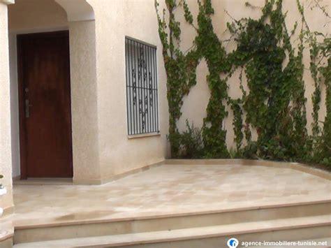 a louer bureaux villa style américain avec jardin a la soukra
