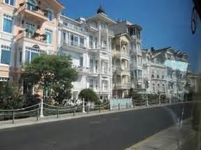 Rich Neighborhood House