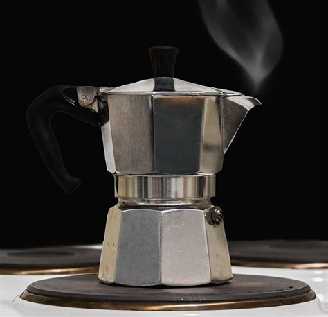 how to use a moka pot stovetop espresso brewing guide