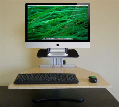 modern imac desktop arrangement
