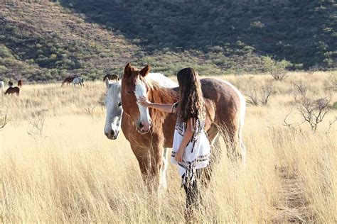 riding horseback ranch therapy elkhorn az reasons why therapeutic dude ranchers
