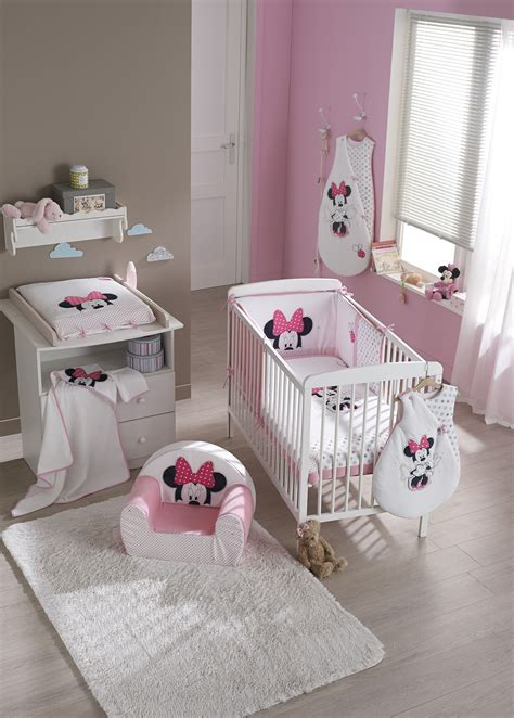 decoration de chambre bebe fille ambiance minnie rose