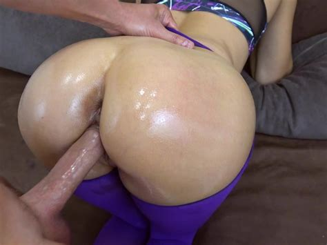 My Step Sister Got Creampie In Her Pussy In Ripped Yoga