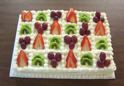 cakes decorated with fruit taukirknalo fruit cake decoration