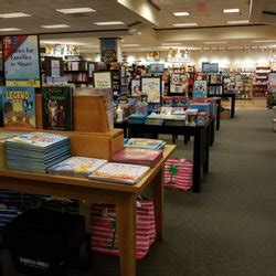barnes and noble charlottesville barnes noble booksellers 10 rese 241 as librer 237 as 1035