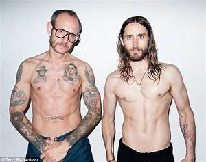 Jared Leto reveals his buff and burly side as he strips ...