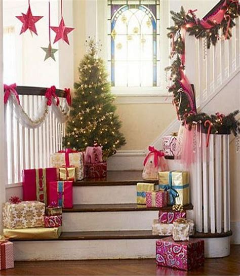 decorate  staircase  christmas  piece