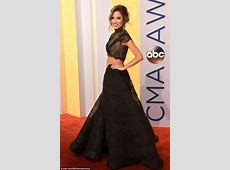 The Bachelorette's Kaitlyn Bristowe shows off her taut