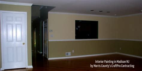 Two Tone Walls With Chair Rail by Two Tone Accent Wall Painting With Chair Rail Molding In