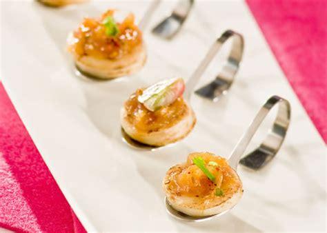recette canapé apéritif recette canapés de boudin blanc et confit d 39 oignon