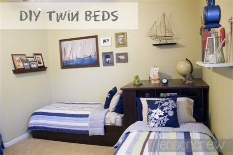 Bedroom Ideas For Small Rooms With Two Beds by Two Beds In Small Room Amazing Real Estate