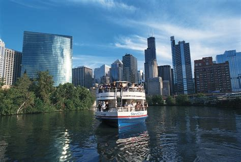 Night Boat Cruise In Chicago by 10 Things To Do In Chicago In The Fall 2016