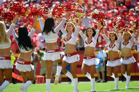 nfl cheerleaders week  sports illustrated