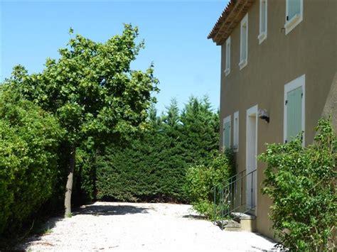 locations maison avec piscine a louer cabrieres d avignon maison 5 chambres jardin et piscine