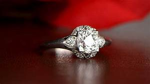 Should you wear your engagement ring on your wedding day for Where should you wear your wedding ring